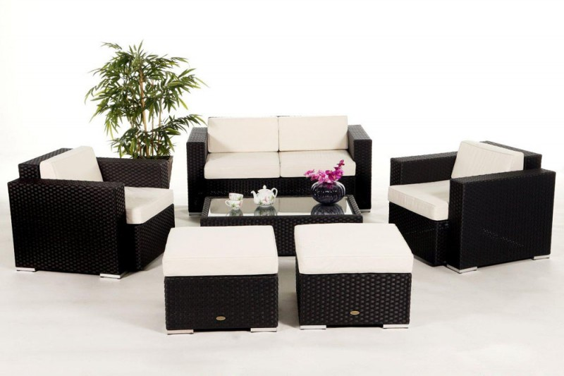 gem tliche gartenlounge aus polyrattan in schwarz. Black Bedroom Furniture Sets. Home Design Ideas